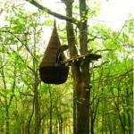 Cabane goutte, 2008. Bois, acier, bâche thermoperforée, brande, tissus, métaux, 5 x 2,2 m. Collection particulière Eric Pouget, Société Le Vert en l'air, Pavie (32).