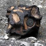 Racines d'êtres / Les Météorites / Installation in Situ / Résidence 2016 à Taninges (74) / Souche d'épicéa sculptée et brûlée, acier, bois d'essences diverses. Surface approximative au sol: 400 x 200 cm / Exposées de manière pérenne dans le cadre du Parcours d'Art Contemporain « Sentier art et nature » / Taninges (74) / Association « Artistes en herbe »  Partenaires : Conseil Général, Région (CG74)